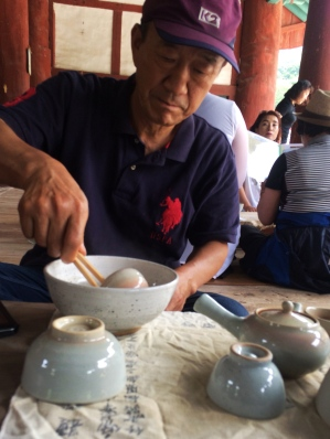 Mr. Choi, cleaning the tea cups in a temple spot.